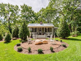 Sugar Shack - Luxury Farmhouse Style Cottage in the heart of Downtown Franklin