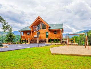 Private Luxury Mtn Cabin - Amazing Views Hot Tub, Huge Yard, Basketball Fire Pit