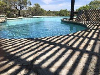 Falling Star Retreat- Pool and Hot Tub 5 bedroom sleeps 10