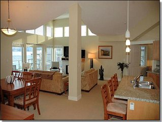 Beautiful Lakefront 2400 sq ft, 2 level, 3 bedroom and loft Waterfront Penthouse