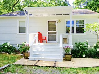 Charming Southold Cottage in Goose Neck Estate Area