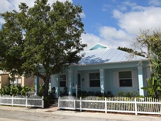 Upscale Downtown Home - 3 blocks from downtown Stuart restaurants & shops!