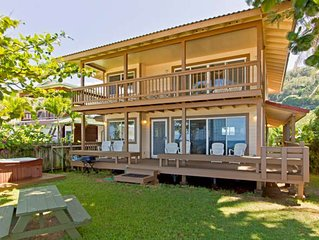 North Shore beachfront, luxury with hot tub and air conditioning