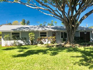 Fully renovate, spacious, home with private HEATED pool! 4 miles from the beach!