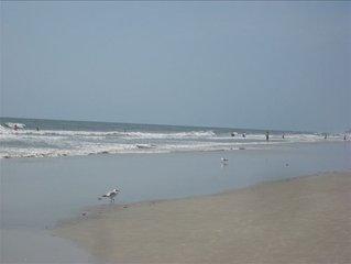 HHI Beach & Tennis Resort 2 BR/2BA Huge Pool: Summer is Here!