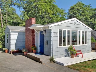 Pet Friendly Cottage in West Seattle; easy access to downtown and Alki beach