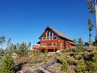 Top Of The Mountain Log Home with BREATHTAKING VIEWS near Winter Park, Fraser