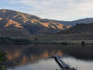 Waterfront Home with Dock in East Wenatchee- Sleeps 14