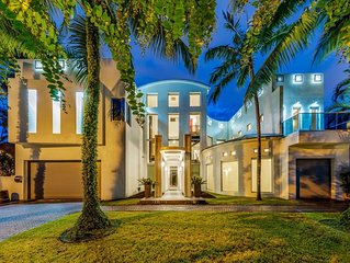 Amazing Las Olas Isles Home on the Intracoastal Dock & Private Pool