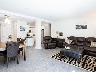 Condo with Ultra High Speed Internet and 4K Cable TV, AC!  Sanitized regularly