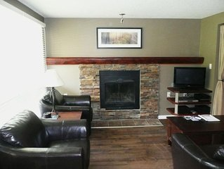 Perfect location One Bedroom Townhome: True Ski to Door with Sauna!