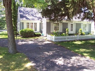 A Charming & Cozy Cape Cod in Green Lake  - Walk to Town, Boat & Slip Rentals