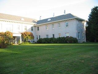 Huge Hamptons House, Sleeps 30, Pool, Hot Tub, Free WiFi, Tennis, Pool Table