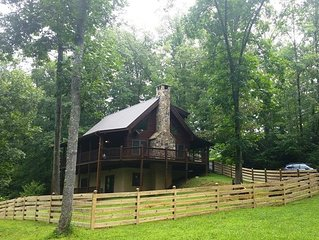 Log Cabin Getaway on Big Brasstown Creek