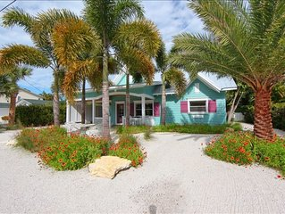 Vacation Home with pool/canal front/3 blocks to Gulf beach on Anna Maria Island