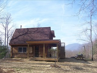 Afton Log Cabin Get Away: Secluded, near Blue Ridge Pkwy, Vineyards, Wintergreen