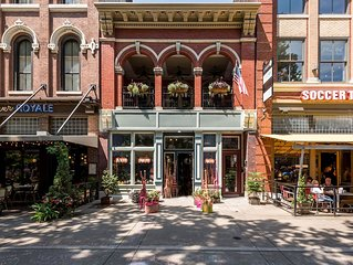 Amazing Heart of Market Square, outdoor veranda overlooking the Square!