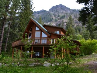 Relaxing Mountain Cabin with Stunning Views of Lake Wenatchee