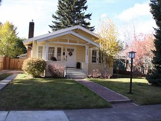 The River Run Cottage: Historic Downtown & Deschutes River with HOT TUB