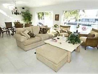 Upscale Beautiful Duplex W/Pvt.Pool/Cabana Club & Inch Beach !, holiday rental in Key Colony Beach