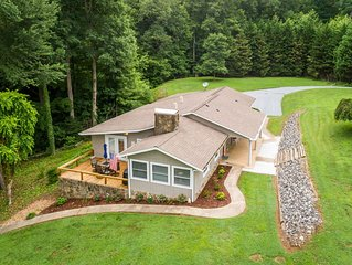 Cool Summer getaway, enjoy 2 private ponds, nearby mountains, golf cart avail.