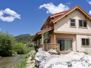 Luxury Chalet -On River w/ Best Red River Ski Area Views- 2 Living Area's!