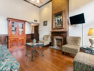 Sleeps 20,  3 BLOCKS TO BOURBON AND FRENCH QUARTER ATTRACTIONS.