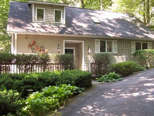HIGHLANDS,2BR 2 BA CHARMING COTTAGE,ONE MILE AND HALF TO MAIN ST. AC and WIFI