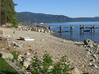 Comfortable Family Home, Walk to Lake, Beach and Pier