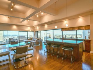 Luxury Penthouse Condo in Downtown: Amazing Views! :-)