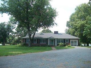 Peaceful Cambridge Home on Jenkins Creek