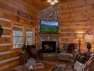 ☆ Luxury ☆ Cabin ☆ 2 K/3 Q ☆ Firepit ☆ Fireplace☆Rustic☆3 Smart TVs☆Large Decks☆