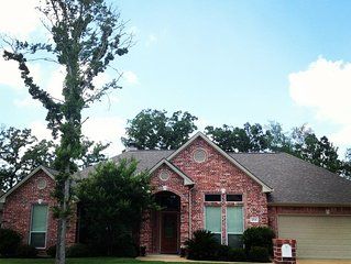 Large 5 Bedroom Custom Home in Aggie-land, Fantastic location