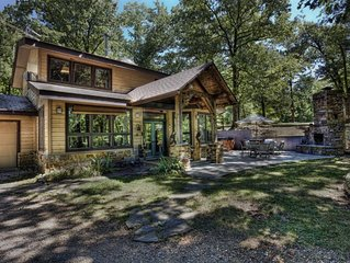 Wits End Cabin On 65 Gated Acres, Amazing Outdoor Fireplace & Hot Tub