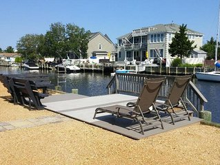 Classic Lagoon Front House-Perfect for Boaters & Beach Lovers!