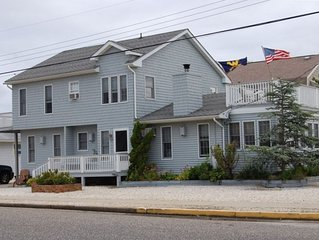 SPACIOUS, DOG FRIENDLY ON 75th ST -WALK TO SHOPS & NIGHTLIFE-1.5 BLOCK TO BEACH