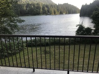 Waterfront Cottage On Oyster Bay in Pender Harbour, beautiful views, private