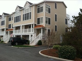 Beautiful Bay Views! Easy walk to Beach! Luxury 5 BR Townhome  Bay/Beach/Pool!