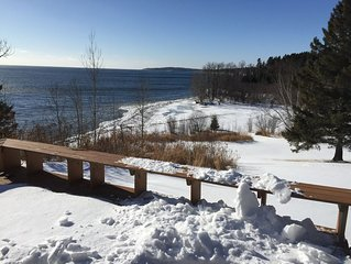 BEACH CLIFF BEAUTY - Fantastic views on Lake Superior and Silver Creek