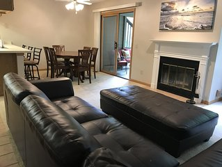 Spacious and cozy 2 BR condo/townhouse in Abbey Springs Resort on Lake Geneva