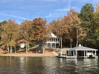 IN A COVE W/MAIN LAKE VIEW, TOWELS/LINENS, NEW DECOR, LOTS OF EXTRAS-A MUST SEE!