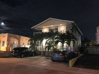 1500 sq foot - 2 bed 1.5 bath - in the heart of Hollywood beach
