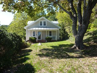 Afton Station Cottage -Beautifully Renovated Blue Ridge Scenic Historic Setting