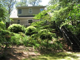 Charming 3 BR Cottage on Top of a Hill, Private Walk to Roanoke Sound