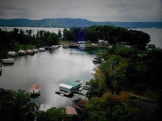 Honeysuckle Dreams Lakefront Cabin on Lake Guntersville Near Gunter's Landing