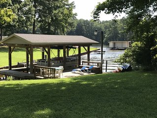 Beautiful 5 bedroom, 3.5 bath home on a quiet cove on Lake Gaston