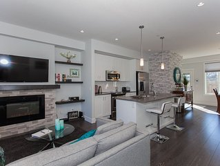 Modern, beautifully decorated 4 bedroom home with Media Room!