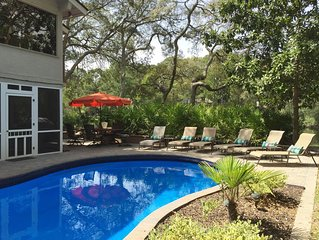 Lovely Palmetto Dunes home on lagoon with large pool and spa, FREE KAYAK