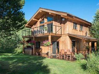 Eagle's Rest -2 Bedroom + Mountain Views, Hot Tub, Fire Pit- Fall Deals