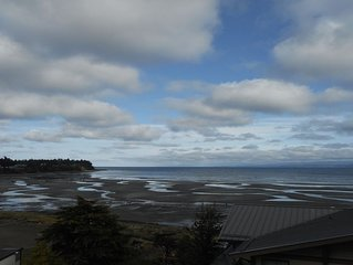 Spectacular Ocean Views Overlooking Parksville Beach
